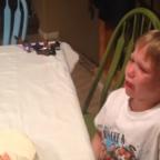 Difunden reacciones de niños al enterarse del género de sus hermanitos (VIDEO)