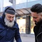 Tremendo cambio: barbero ayuda a indigente con corte de cabello (VIDEO)