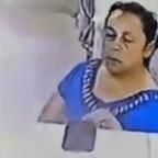 Pasada de lanza: captan a mujer robando celular de doctor durante consulta