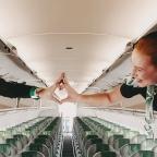 #OverheadBinChallenge, el reto viral que pone con los pelos de punta a los pilotos