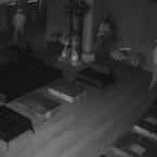 Ladrón se espanta con reflejo y sale huyendo de campo de tiro (VIDEO)