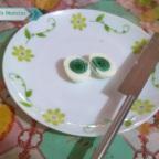 Gallina impacta a redes por poner huevos con yema verde (VIDEO)