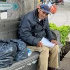 Don Baldemar: el abuelito de CDMX que vende dibujos para sobrevivir