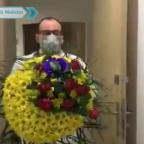 José Julián: el médico al que le envían arreglos florales para amenazarlo de muerte