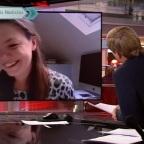 Niña interrumpe a especialista en política durante transmisión en vivo (VIDEO)