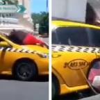 Captan a mujer trepada en el parabrisas de un taxi en movimiento (VIDEO)