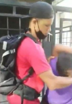 Indigna maltrato a niño venezolano vendiendo en la calle
