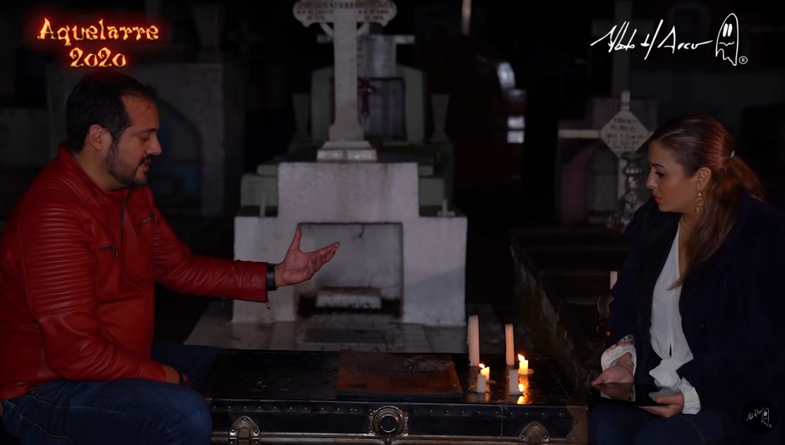 investigador-paranormal-juega-en-cementerio-ouija-enterrada-video