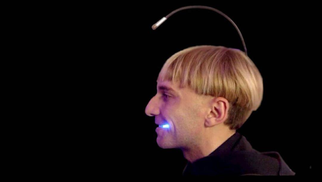 manel-de-aguas-artista-cyborg-transespecie-implante-aletas