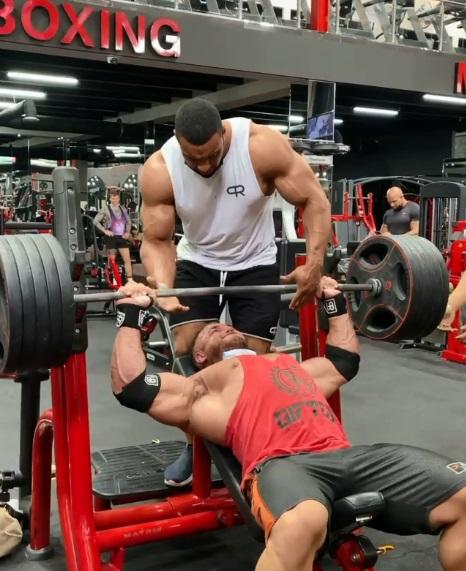hombre se rompe tendon en gym 1