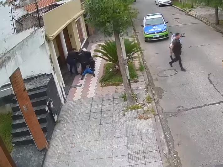 ladrón se esconde en palmeras 7
