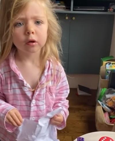 niña enojada con madre 1