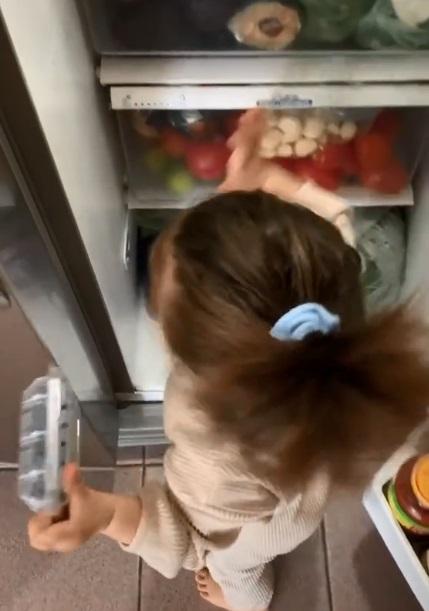 bebé cocina 1