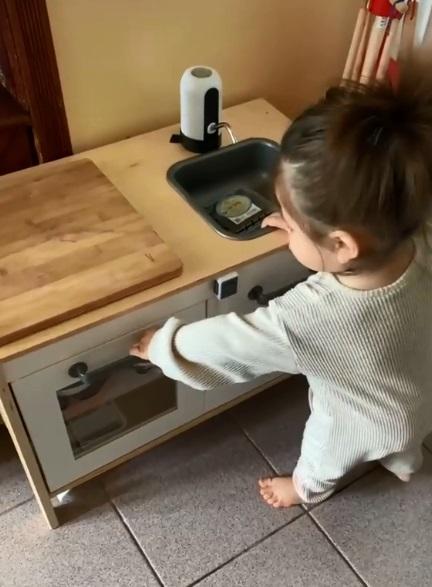bebé cocina 2